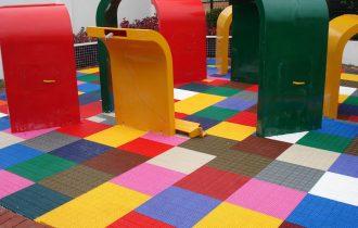 Aplicação área externa escola, sobreposto piso barro